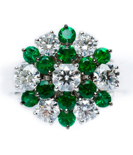 Emerald / Diamond Ring BC6349 EMERALD 0.785 ct DIAMOND 0.360 ct E VS2 HC DIAMOND 0.336 ct G VS2 HC DIAMOND 0.318 ct E SI1 HC DIAMOND 0.205 ct D VS2 HC DIAMOND 0.236 ct E VS2 HC DIAMOND 0.206 ct D VVS1 HC DIAMOND 0.238 ct D VVS1 HC PLATINUM 900